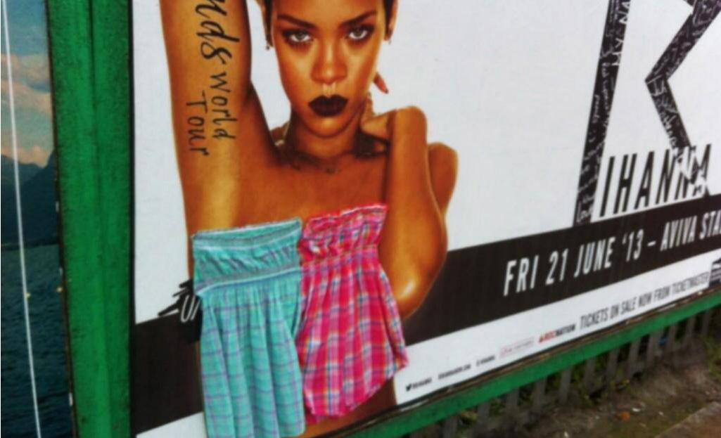 Rihanna topless2