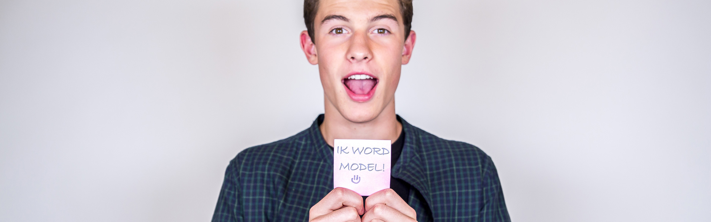 shawn mendes aan de slag als model   qmusic