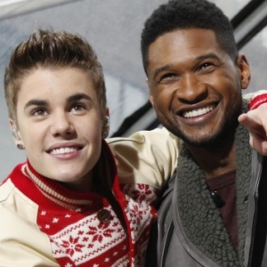 195276 singers bieber and usher pose together after performing on nbcs today