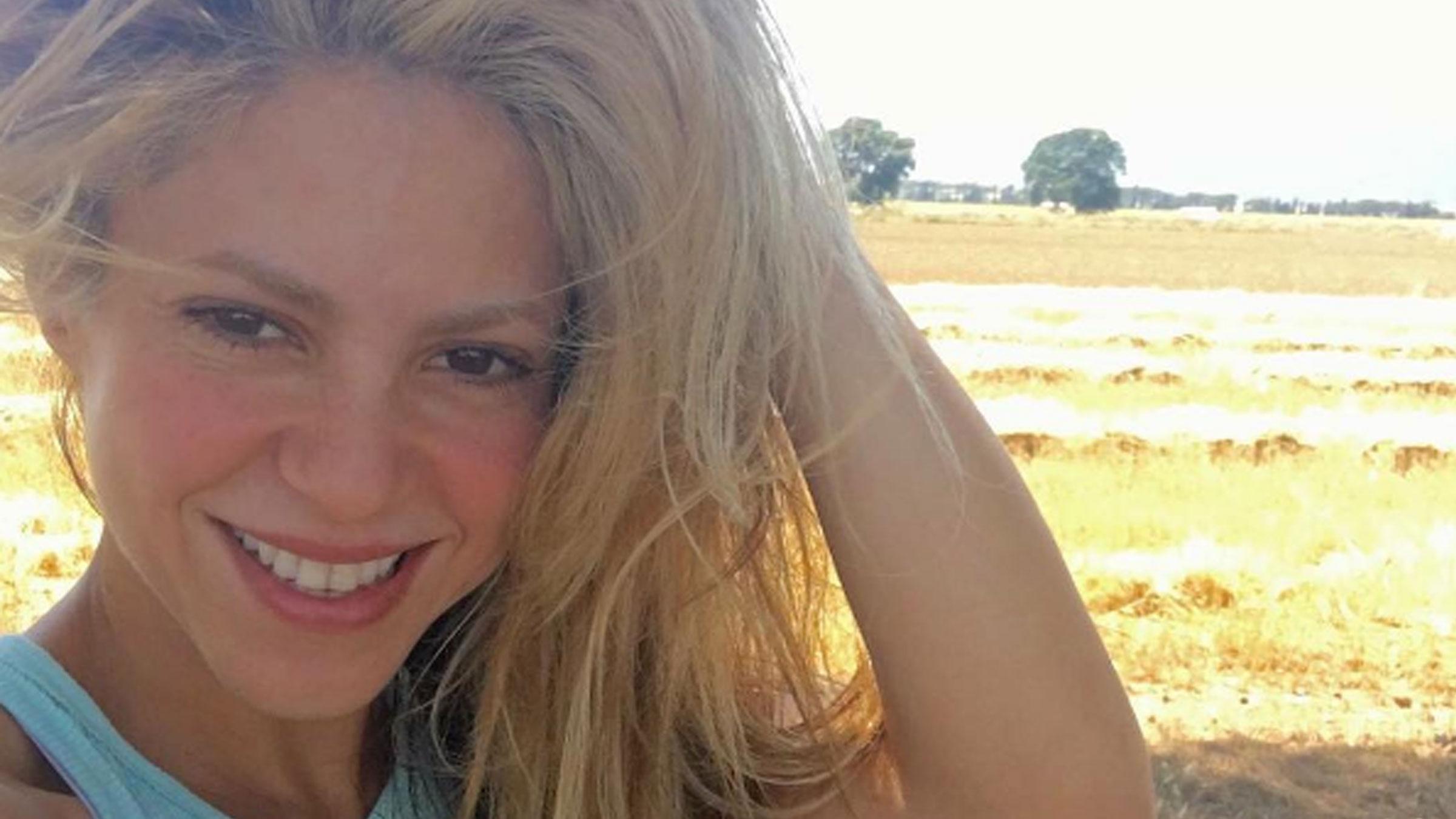 Shakira selfie teaser
