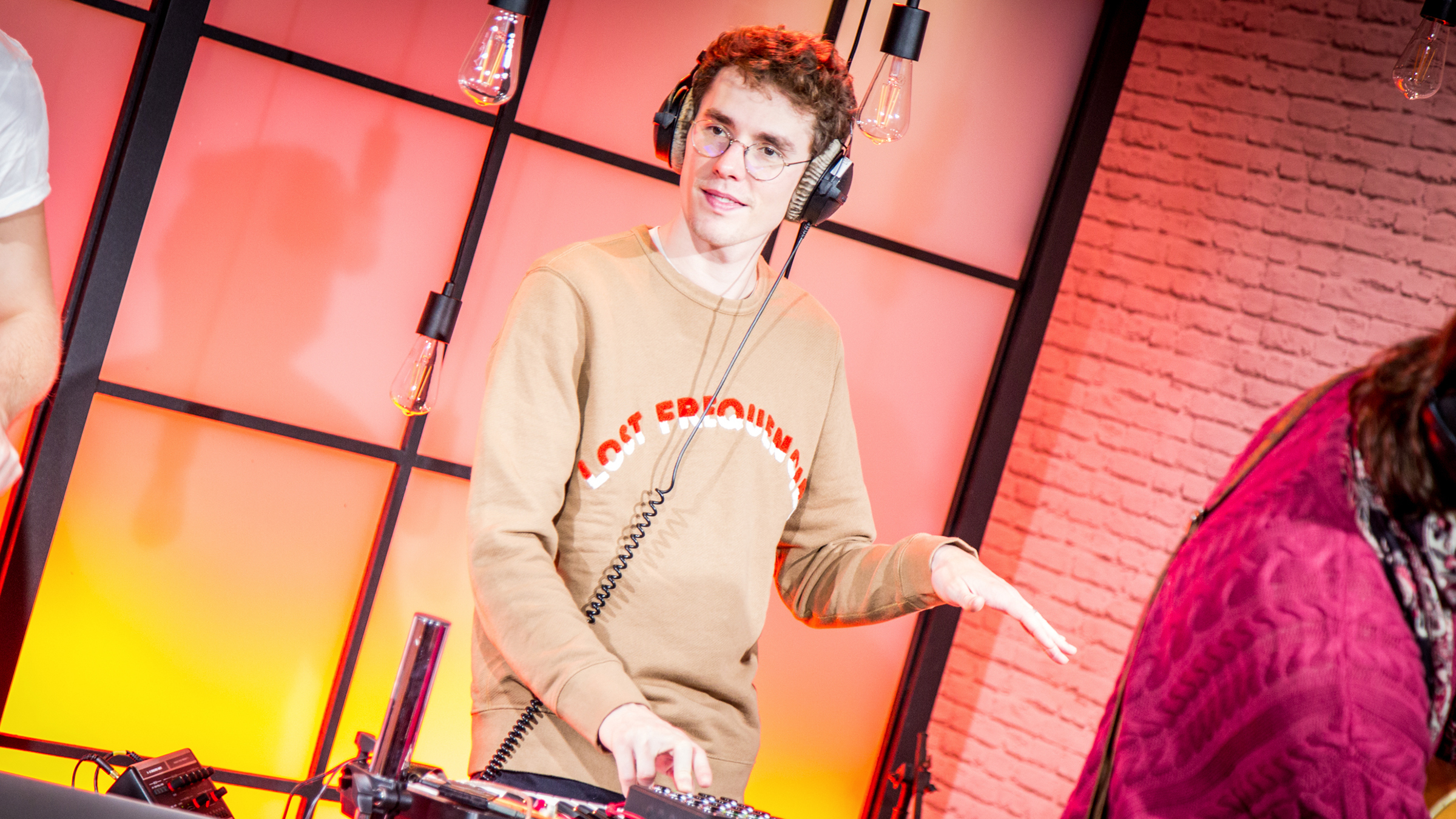 Lostfrequencies2402