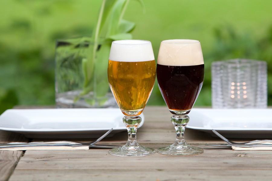 1100 600 90 1 twee bier midden tafel 0
