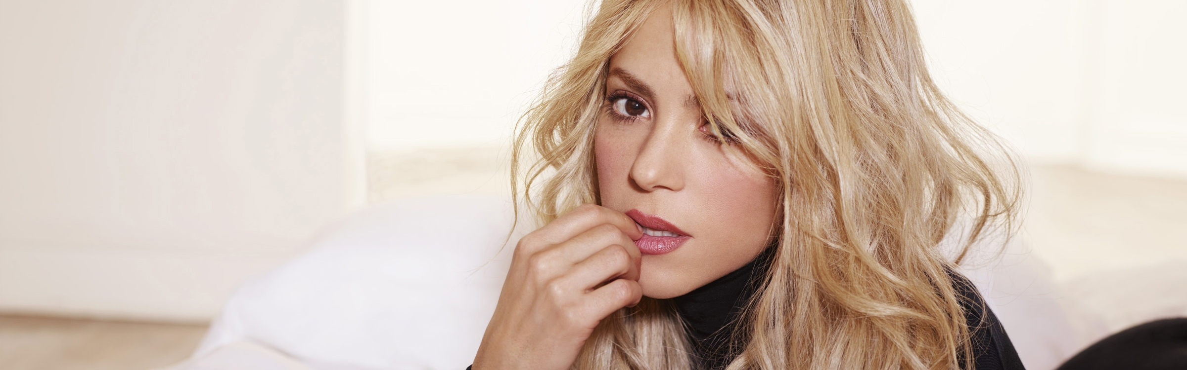 Shakira header