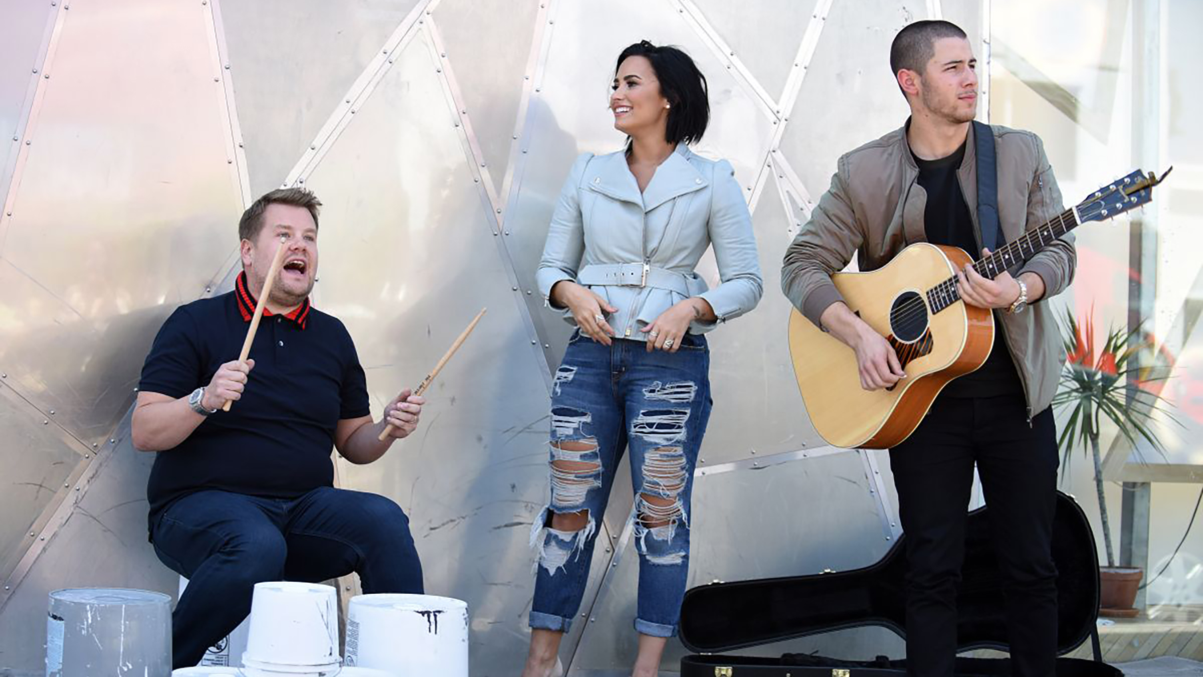 160517 demi lovato films carpool karaoke with nick jonas and james corden in los angeles home