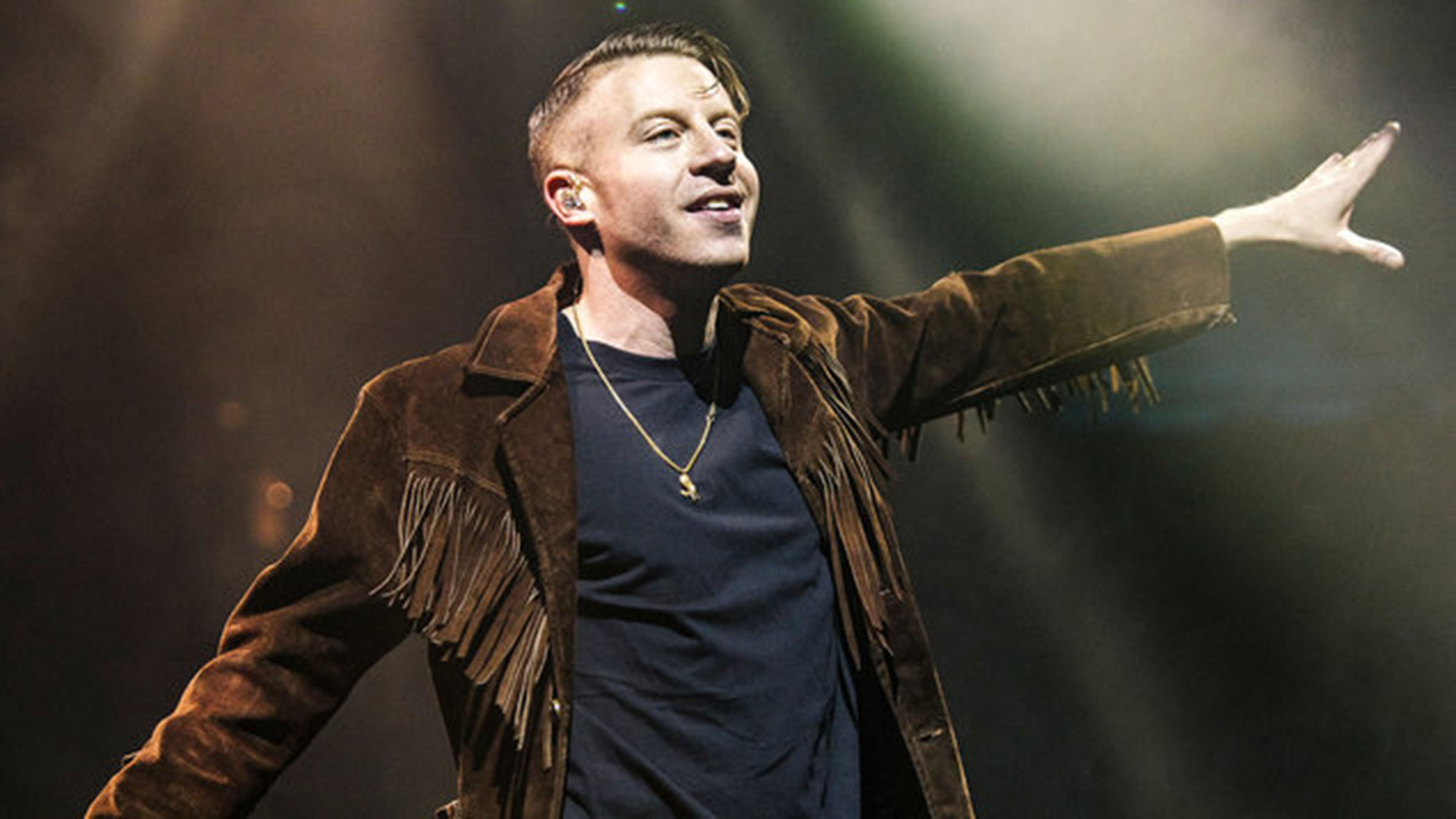 Mmm 02 macklemore april 2016 manchester billboard 1548