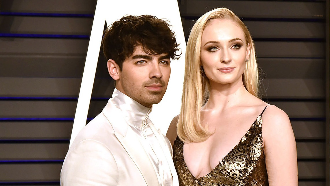 Joe jonas and sophie turner vanity fair oscar party billboard 1548