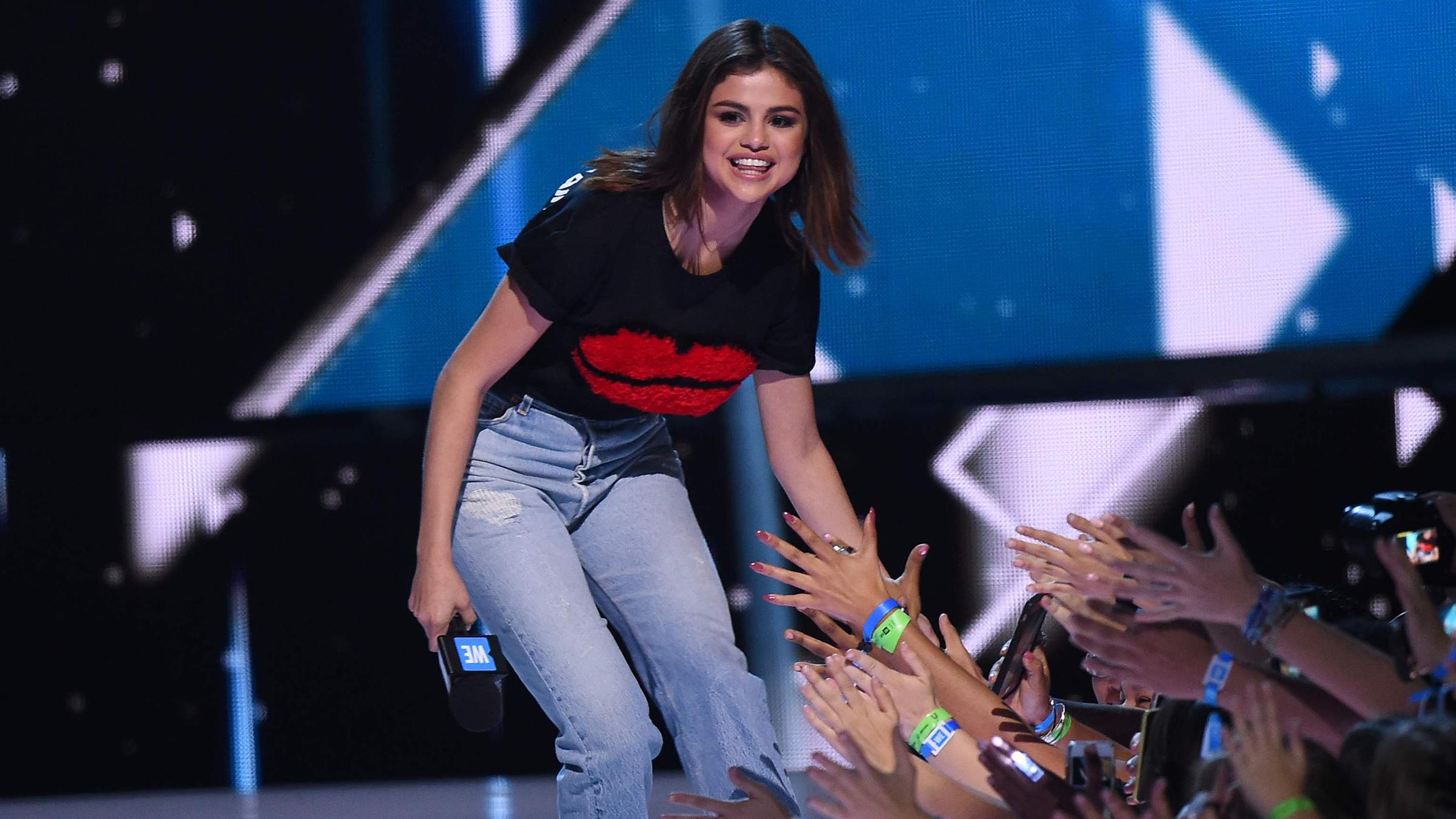 Selena t