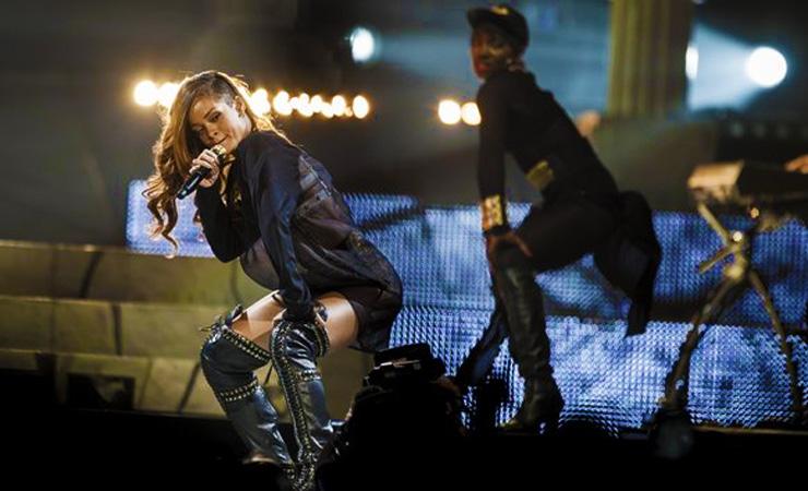 Rihanna concert la0008948079 20130408