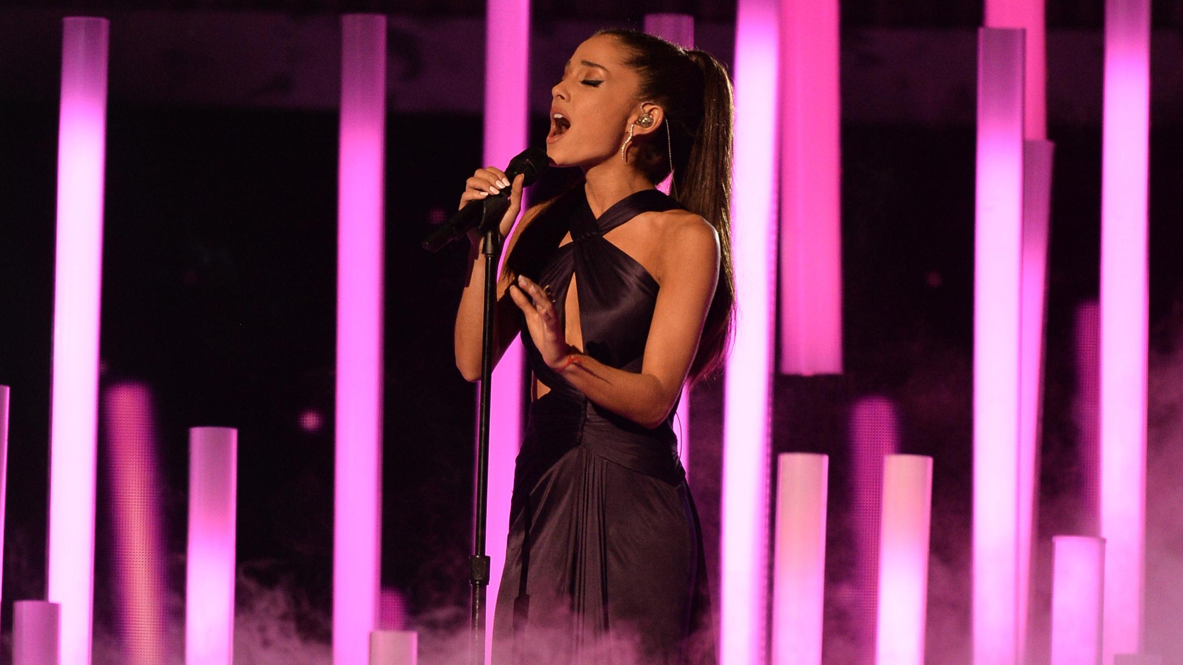 Ariana concert tease
